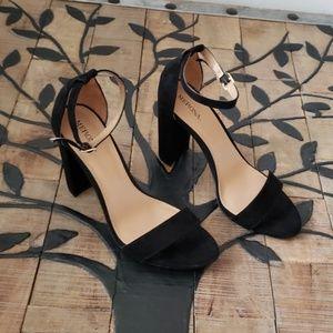 Merona Size 8 Black Heels EUC